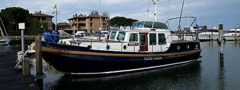 yachtcharter in italien sunshine 3 linssen. Black Bedroom Furniture Sets. Home Design Ideas